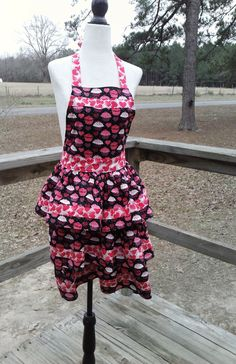 Cupcake apron, valentine apron, custom apron, womens apron, retro apron, vintage style apron, gift for her, gift for mom, gift for women by ChristinaInStitches on Etsy
