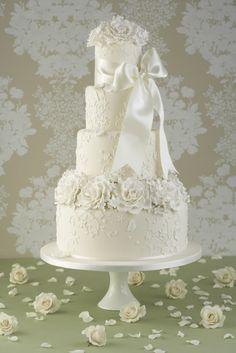 Dummy Cake, foto delle torte scultura - Torta a quattro piani con rose stilizzate