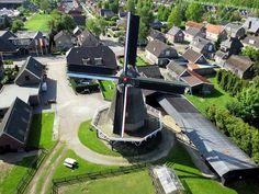 Een mooie luchtfoto van de Leemansmolen Vriezenveen.