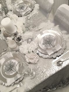 Diamant du Parris Inc. Bling Wedding Decorations, Silver Christmas Decorations, Christmas Table Settings, New Years Decorations, Christmas Tablescapes, Christmas Centerpieces, Christmas World, Pink Christmas Tree, Christmas Dishes
