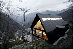 HOUSE IN THE PYRENEES BY CADAVAL & SOLÀ-MORALES ARCHITECTS