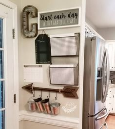 Home command center, command center kitchen и family command center. Command Center Kitchen, Family Command Center, Household Organization, Wall Organization, Organizing Ideas, Organising, Do It Yourself Decoration, Diy Home Decor For Apartments, House Ideas