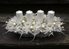 50 Dazzling Christmas Candle Decorations You Must Check Out - Carla's Decoration Ideas Christmas Advent Wreath, Christmas Candle Decorations, Christmas Scenes, Christmas Candles, Christmas Crafts, Candle Arrangements, Christmas Flower Arrangements, Art Floral Noel, Christmas Inspiration