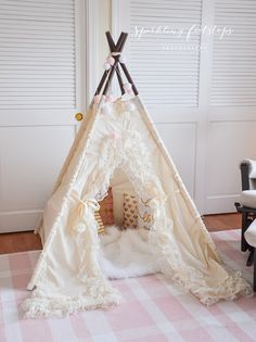 Etsy, chez https://www.etsy.com/fr/listing/170017813/bianca-teepee-tent-play-tent