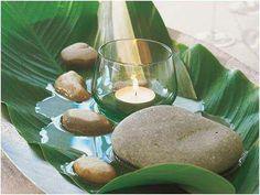 Inspiração para criar aquele clima no jantar! Folha de bananeira, pedras rústicas e velas!