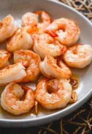 This's got to be one of the easiest shrimp recipes out there! Seafood Appetizers Seafood Appetizers Appetizers Appetizers for a crowd Appetizers parties Shrimp Recipes Easy, Fish Recipes, Seafood Recipes, Healthy Dinner Recipes, Quick Recipes, Appetizers For A Crowd, Seafood Appetizers, Appetizer Recipes, Shrimp In Garlic Sauce