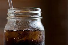 DIY Basic Soda Syrup Recipe {Using Fresh or Concentrated Fruit Juice} Make your own IZZE-style drinks! Soda Stream Recipes, Sassafras Tea, Smoothies, Soda Syrup, Homemade Syrup, Homemade Food, Soda Recipe, Liqueur, Fruit Recipes