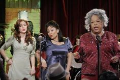 Della Reese guest stars on That's So Raven. Della Reese, Anneliese Van Der Pol, Raven Symone, Ravens Home, Old Disney, Funny Disney, That's So Raven, Disney Channel, Season 1