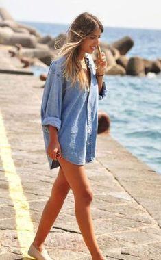 [Essentials] The Denim Chambray Shirt - Beach Mode Camisa Oversized, Oversized Denim Shirt, Look Jean, Look Fashion, Womens Fashion, Beach Style Fashion, Beach Girl Style, Beach Look, Fashion 2018