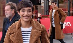 Frankie Bridge is chic in fluffy coat and jeans in London | Daily Mail Online