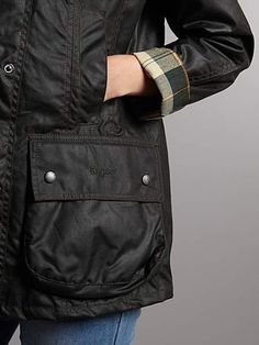Beadnell waxed jacket in sage