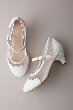 CUPCAKE COUTURE FABULOUS WHITE BLING GIRLS SANDALS SIZE 5 First Communion