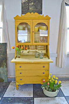 Upcycled Furniture, Furniture Projects, Vintage Furniture, Furniture Decor, Yellow Painted Furniture, Painted Chairs, Desk Makeover, Furniture Makeover, Yellow Interior