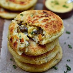 Potato Cake (Filled) vegan, gluten-free, simple recipe - Elavegan- These stuffed potato cakes (spicy pancakes) are a hearty feel-good dish that is ideal for lunch or dinner. The recipe is vegan, gluten-free and easy to make! Vegan Foods, Vegan Dishes, Diet Foods, Dinner Recipes, Whole Food Recipes, Cooking Recipes, Dinner Ideas, Healthy Recipes, Yogurt Recipes