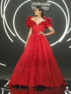 Take a bow Diana! You look like a sea goddess. Diana Penty and social media influencer Diipa Khosla turn showstoppers for Gaurav Gupta at FDCI's India Couture Week Indian Fashion Dresses, Dress Indian Style, Indian Designer Outfits, Designer Gowns, Indian Outfits, Designer Wear, Indian Designers, Indian Attire, Indian Wear