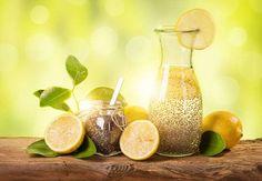 Das Getränk aus Chiawasser mit Zitrone lässt sich einfach zuzubereiten und versorgt den Körper schne... - HeimGourmet