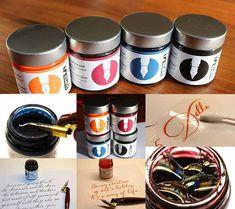 Wunschbriefes Tintentest - Wasserfeste Super5 Tinten | WUNSCHBRIEFE - Kalligrafie und Handlettering - Kurse - Elke Wunsch Workshop, Coffee Cans, Bee, Poster, Drinks, Tableware, Amazing, Dyes, Wish