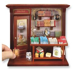 Bookshop Box Quality miniatures from Reutters of Germany Room Box Dollhouse dolls house miniature scale book shop Vitrine Miniature, Miniature Rooms, Dollhouse Dolls, Dollhouse Miniatures, Haunted Dollhouse, Dolls House Shop, Mini Things, Miniture Things, Mini Books