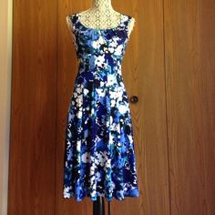 London Style Collection Floral Print Dress Beautiful Sleeveless Floral Print Dress! Knee Length! Ribbing on the Waist has a Very Slimming Effect! London Style Dresses
