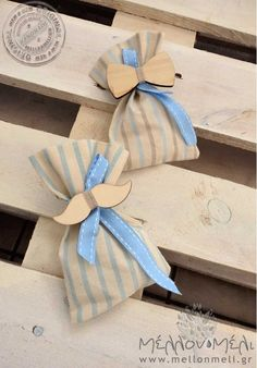 Μπομπονιέρα ξύλινο μουστάκι ή ξύλινο παπιγιόν Gift Wrapping, Gifts, Gift Wrapping Paper, Favors, Gift Packaging, Presents, Gift, Wrapping Gifts, Wrapping
