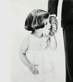 I want to do this with Bailey and Tom! This is John F. Kennedy and his daughter! So sweet!