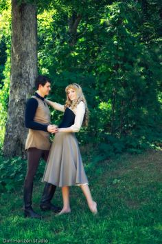 Disney Cosplay Briar Rose and Prince Phillip: Sleeping Beauty Cosplay! Disney Cosplay, Disney Costumes, Couples Cosplay, Princess Costumes, Hallowen Costume, Couple Halloween Costumes, Halloween Cosplay, Amazing Cosplay, Best Cosplay