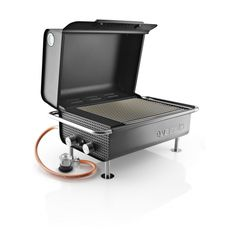 A compact gas grill, which is still more than big enough for culinary creativity thanks to its large surface, with a grid and two manually operated burners with the option of both direct and indirect heat. Barbecue Grill, Design Barbecue, Terrace Grill, Modern Furniture, Furniture Design, Chill Style, Rustic Stone, Terrace Design, Garden Chairs