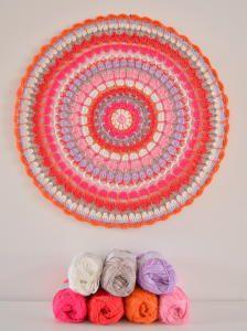 EchtStudio (9) Crochet Bunting, Crochet Mandala Pattern, Crochet Doilies, Crochet Flowers, Crochet Hooks, Knit Crochet, Crochet Patterns, Crochet Mandela, Dream Catcher Tutorial