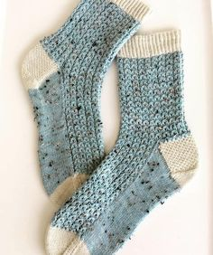 I adore these Shell Cottage Socks, they look gorgeous in tweedy yarn. Knitted Mittens Pattern, Knit Mittens, Knitting Patterns Free, Knitting Socks, Baby Knitting, Crochet Beanie Hat, Crochet Socks, Knit Crochet, Crochet Pattern