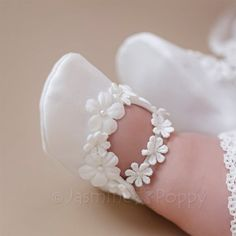 Baptism shoes, baby christening shoes for girl, baby christening booties, baptism booties, baptism shoes with flowers Cute Baby Shoes, Baby Girl Shoes, Girls Shoes, Bracelet Bebe, Christening Shoes, Lace Booties, Baby Girl Christening, Baby Boots, Crib Shoes