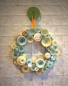 ~ Button Wreath w/ Cream, Yellow & Aqua Buttons ~ Diy Buttons, Vintage Buttons, Crafts With Buttons, Button Art, Button Crafts, Cute Crafts, Diy Crafts, Button Wreath, Coin Couture