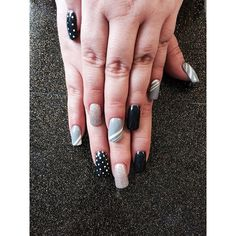 Nails done by @nikkis_salonterrehaute using Tammy Taylor Gelegance and Gel Art Paint! Love the design!
