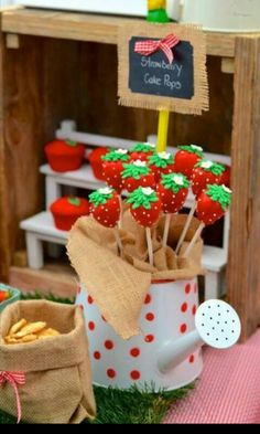 Cakepop strawberry shortcake