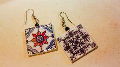 Par de pendientes con réplica de azulejo por LasJoyitasDeMarie, $20.00