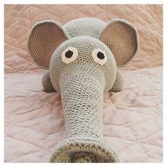 Den her fine fyr var et af mine allerførste projekter Finesserne var bestemt ikke, hvad de er i dag. MEN jeg elsker ham.  #crochet#crocheting#hæklet#hækling#hæklerier#diy#kidsdecor#krea#yarn#crochetanimal#häkeln#virkat#hekle#hekling#crochetlove#hekledilla#amigurumi#amigurumis#handmade#hekle#virkning#virka opskrift på Hendes Verden