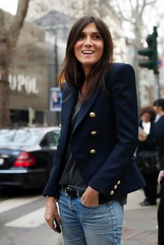 Emmanuelle Alt & The Navy Blue Blazer | double-breasted military style navy blazer with gold buttons and strong shoulders | paired with a tee and boyfriend jeans