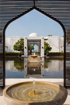 The Chedi Resort & Spa in Muscat, Oman. Mosque Architecture, Architecture Design, Chedi Hotel, The Chedi Muscat, Le Riad, Home Modern, Mekka, Arabic Design, Moroccan Design