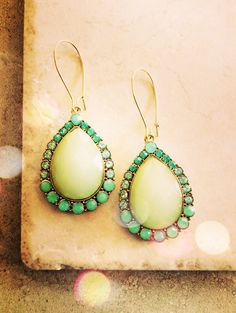 Hey, I found this really awesome Etsy listing at https://www.etsy.com/listing/233192217/jade-green-statement-earrings-us-free