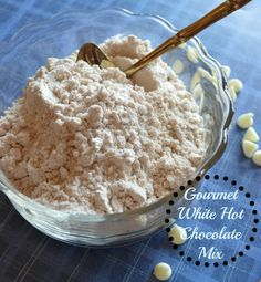 Homemade Hot Cocoa Mix Is the Best Last-Minute Gift White Hot Chocolate Mix Recipe, Homemade Hot Chocolate, Chocolate Bomb, Hot Chocolate Bars, Hot Chocolate Recipes, Chocolate Gifts, Hot Cocoa Spoons Recipe, Vegan Chocolate, White Chocolate Powder