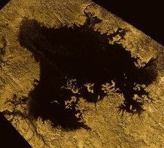El único lugar en nuestro sistema solar, además de la Tierra, que tiene líquido estable en su superficie es Titán, la luna de Saturno