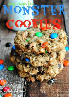 THESE ARE THE NO FLOUR PEANUT BUTTER OATMEAL COOKIES!!!!!!!!!!!!!! You're kids will LOVE this easy recipe for Monster Cookies! Definitely a big hit! #recipes #cookierecipes