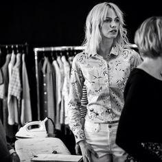 Nasza intrygująca modelka tuż przed kolejnym ujęciem! #backstage #wolczanka #ss15 #moda #fashion #new #collection #nowości #damskie #shirts #wiosna #lato #style #elegancja #instafashion #spring #summer