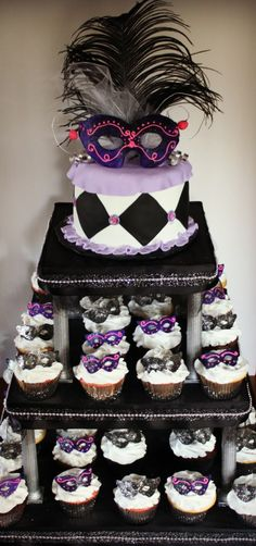 Masquerade cupcake and cake (Would be cool to have if I knew EVERYONE would be here for my birthday)