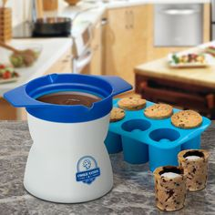 Step up your snacking game by using this milk and cookies shot maker to craft some delicious edibles. This easy to use device comes with a non-stick silicone mold that lets you make six small cookie shot glasses that are ideal for filling up with milk. Cookie Shots, Cookie Cups, Cookie Dough, Blue Chocolate, Melting Chocolate, Milk Cookies, Yummy Cookies, Shot Glass Mold, Candy Nation
