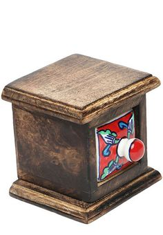 http://static1.jassets.com/p/Element-Hand-Crafted-Brown-Wood-Jewellery-Box-8624-531514-1-gallery2.jpg