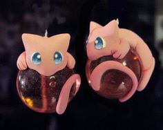Mew Marble Charms: Eyes Open by Blazesnbreezes.deviantart.com Polymer Clay Dragon, Polymer Clay Charms, Fimo Clay, Anime Crafts, Sculpture Clay, Polymer Clay Sculptures, Clay Crafts, Clay Projects, Clay Figures