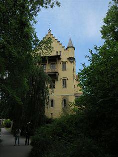 #Schloss #Hohenschwangau im #Allgäu. Wunderschön für eine #Besichtigung. #Heertümlich und viele Eigenschaften. Mansions, House Styles, Home Decor, Travel Advice, Viajes, Nice Asses, Decoration Home, Manor Houses, Room Decor