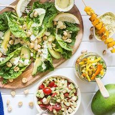 Laks med mango og avokado er den ultimate smakskombinasjonen. Her får du fire nye tilbehør til laks med mango og avokado som kan slå mangosalsa!