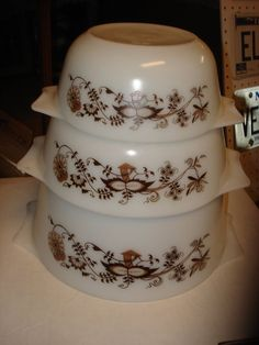 PYREX Set of 3 Vintage Pyrex England Bowl Set-RARE-excelllent Brown Vines/flower
