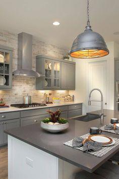 Warm Grey Kitchen, Modern Grey Kitchen, Light Grey Kitchens, Grey Kitchen Designs, Modern Kitchen Design, Green Kitchen, Backsplash Kitchen White Cabinets, Dark Grey Kitchen Cabinets, Quartz Kitchen Countertops